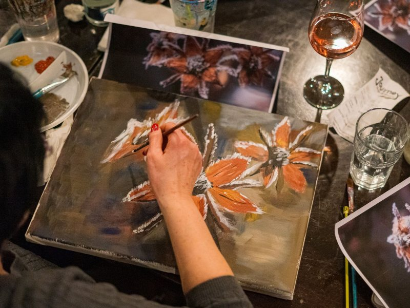 Pictura in acril cu un pahar de vin alaturi Wine and paint nighit